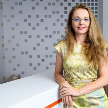 Cornelia Szabo is the head of the energie supplier CEZ, the largest private producer from reneable sources in Romania. CEZ relies on the expertise of EOS-KSI.